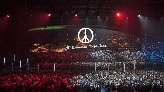 "U2 ""OUR BEST FOR PARIS"" NEW SHOW DATES"